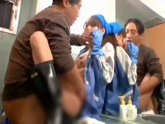 トイレ清掃員の熟女人妻が汚チ○ポをチラ見してたら...欲求不満を見抜かれ肉便器セックスで大絶頂!