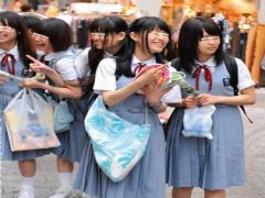 MM号 田舎から来た修学旅行生の少女たち お金を上げたらチンポを恐る恐る...