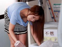 ゴミ出しだからと言って無防備なノーブラ奥さんに肉棒がそそり立つ…。