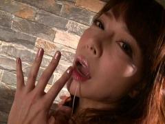 元芸能人の美熟女が汗とヨダレ潮吹きオナニー!