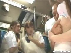 バスに乗り合わせた暴漢に凌辱されてしまう女子校生! 襲われる友達を前に...
