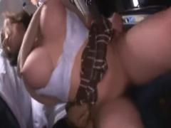 満員バスの中で犯されてしまうムチムチ巨乳の制服女子校生!