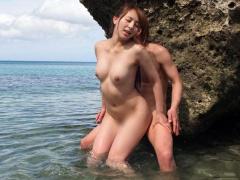 スタイル抜群のスレンダーギャルがビーチで男と全裸sex