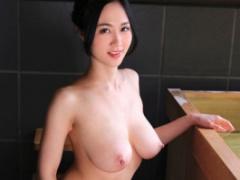 Jカップ爆乳お姉さんのおっぱいが揺れまくる濃密セックス! !