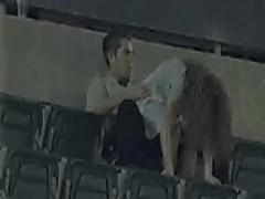 盗撮 野外 誰も居ないスタジアムで青姦している素人カップルを盗撮