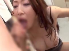 巨乳のエロボディ変態女教師が生徒達を手コキフェラで抜く 乳寄せ状態で激...