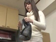 引っ越しの手伝いきた姉が動きやすくとホットパンツに着替えるからハミ尻...