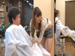 美人な美容師さんが手コキやフェラで抜いてくれるサービス満点のヘアサロン