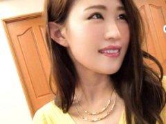 新宿でナンバした黄色いセーター服が似合いの奥さまは が酔いに任せてHな...