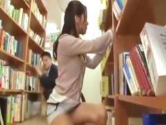 素人 図書館に来た超ミニスカ美女が太ももを触られて発情! 中出しセックス...