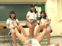 痴女 女子校生たちが教師を集団逆レイプ! チンポも金玉も足でグリグリ責め...