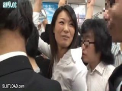 電車通勤中のミニスカOLを痴漢レイプ動画