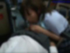 バスでM男をフェラチオ逆痴漢する小悪魔系な痴女JK動画
