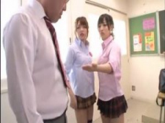 S女JK ドSな痴女jkの麻里梨夏と栄川乃亜が先生にパンチラ見ただろと因縁つ...