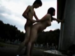 個人撮影 普通のSEXに飽きたカップルが人気のない場所で全裸で青姦してた...