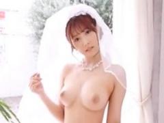三上悠亜が花嫁に! ?露出半端ないウエディングドレスの着こなしヤバイ! !