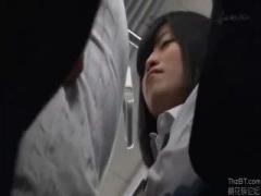 痴漢魔に襲われて、抵抗も出来ずそのままヒートアップし、電車の中で強姦...