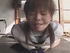 性奴隷の女子校生を廃屋で縛ってSM調教! セーラー服に食い込む縄がセクシー