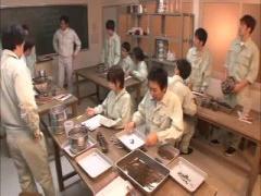 クラスで唯一のJKが可愛すぎて、クラスメイトの男の子たちから狙われて犯...