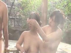 混浴露天風呂で勃起肉棒を見せつけたら巨乳姉妹が釣れてハーレム逆3P青姦