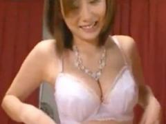 麻美ゆまを素人男性宅へ派遣するエロ動画! 童貞チンポを筆おろし! !
