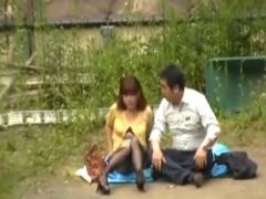 素人盗撮 むっちり巨乳なミニスカパンスト人妻OLと真っ昼間から青姦W不倫...