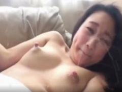 母乳エロ動画 母乳大量に出しまくるフェチ動画! 触ってもいないのに大量に...