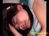純粋な美少女がお兄ちゃんの家に遊びに行ったばっかりに処女膜を貫通され...
