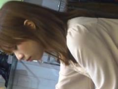 盗撮動画 アパレルショップで発見したハイレベル美人ギャルのパンチラを逆...