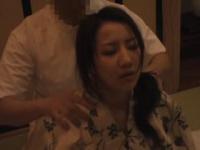 マッサージ 温泉上がりの浴衣美人妻がエロマッサージ師にお返しの濃厚バキ...