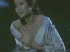 お宝 三十路とは思えない張りのある超絶美乳を映画で披露
