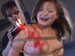 超ドマゾ女がハードコアな鞭打ち拷問と蝋燭責めで絶叫しまくり悲鳴あげま...