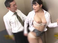 エレベーターでホロ酔いチンポを手コキから尻に擦り付けてヤる痴女OL