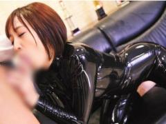 美少女のカラダにぴったりと密着するラバースーツ着衣で濃密セックス! !