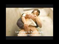 イベントコンパニオンのギャルにトイレで口内発射