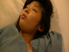 素人 盗撮 寝ている隙に貧乳女子大生のAカップ炉利乳首とパンツを撮影