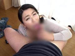 母子相姦! 巨乳巨尻の熟女ママは息子の巨根にセックス懇願...フェラチオ&...