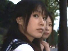 黒髪JK二人をバスで同時に痴漢して友達の前で見せつけレイプ!