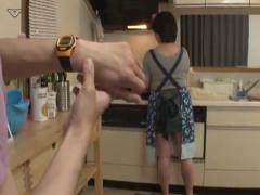 時間を止められる腕時計を手に入れたバカ息子が母親をセックスの練習台に...