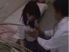 JKエロ診察 大人しそうな巨乳制服jkが医師にエロい診察されてます…おっぱ...