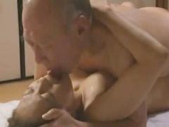 ヘンリー塚本 ヨボヨボの祖父とセックスしてる母、息子に見られてしまう