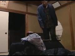 ヘンリー塚本 お義父さんのが入ってるぅ... 母の入浴中に義父を誘惑..ど変...