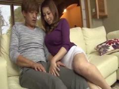 娘の彼氏に興味津々! 熟女の魅力で誘惑~! もちろんハメちゃいます! ! NTR