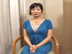 〝巨乳人妻 センズリ鑑賞〟若いオトコのシコシコ見つめて汗ばみながらムラ...