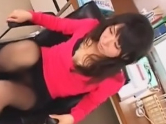 痴女の黒パンスト足コキで強制射精させられるM男動画