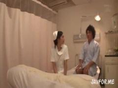 真面目で美少女のドジっ子ナースが、入院患者らと3Pで連続顔射&製薬会社の...