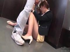 下着メーカーに勤める美女が清掃のおっちゃんに襲われ大量潮吹きSEX