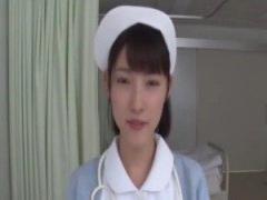 スレンダーで可憐なナースが自己紹介に応えてくれて誘惑すると病室で白衣...