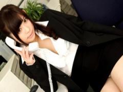 無修正 美人OLが残業中、同僚にオフィスで中出しハメされちゃいます