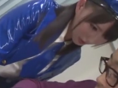 ミニスカポリス痴女の手コキで強制射精させられるM男動画